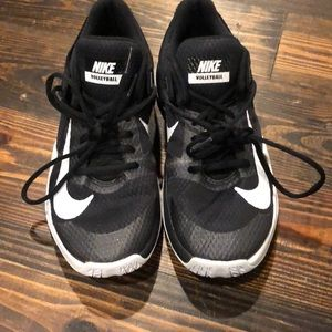 Nike black and white tennis shoes